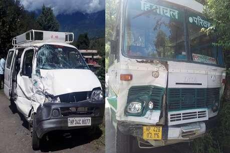 हिमाचल के कुल्लू में HRTC बस और वैन में टक्कर, देवर-भाभी घायल