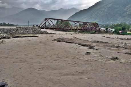 हिमाचल के कुल्लू में बारिश से तबाही, 8 घंटे बाद खुला लेह-मनाली हाईवे