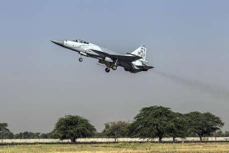 आर्टिकल 370 हटाने से बौखलाया पाकिस्तान, लद्दाख के पास तैनात किए लड़ाकू विमान