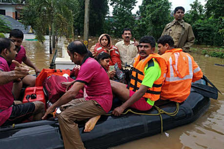 महाराष्ट्र में हाहाकारः बाढ़ ने मचाई तबाही, 150 गांवों से संपर्क टूटा, हजारों लोग फंसे