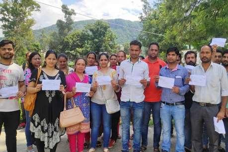 नेशनल हेल्थ मिशन : OMR शीट की कार्बन कॉपी नहीं दिए जाने पर परीक्षार्थियों का गुस्सा फूटा