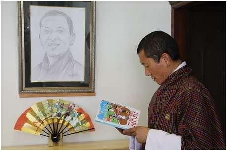 PM मोदी की लिखी किताब 'एग्जाम वारियर्स' के फैन हुए भूटान के प्रधानमंत्री डॉ. एल. शेरिंग