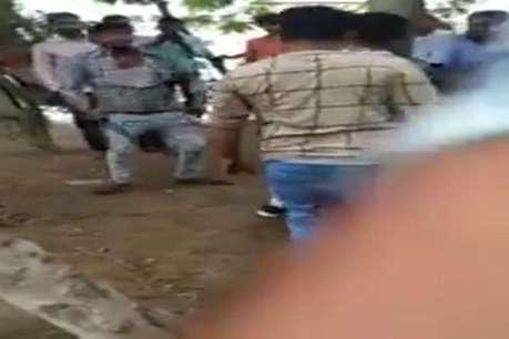 बच्चों का अपहरण करने पहुंचे युवक को लोगों ने पेड़ में बांधकर पीटा, VIDEO वायरल
