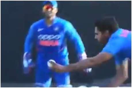भुवनेश्वर कुमार ने अपनी ही गेंद पर लपका अद्भुत कैच, देखिए Video