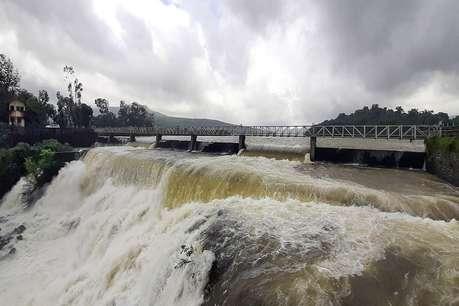 कोल्हापुर बाढ़: 51,000 लोग प्रभावित, नौसेना की पांच टीमें राहत कार्य में लगी