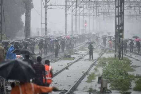 मुंबई में भारी बारिश की चेतावनी, स्कूल और कॉलेजों में शनिवार को भी छुट्टी