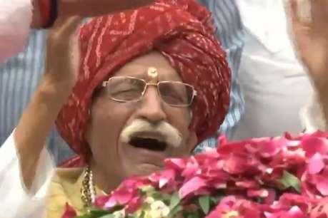 Video : सुषमा स्वराज को श्रद्धांजलि देने पहुंचे MDH के मालिक धर्मपाल गुलाटी... फूट-फूट कर रोने लगे