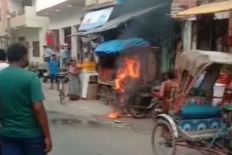 पत्नी से झगड़े के बाद युवक ने बीच सड़क लगाई खुद को आग, मौत