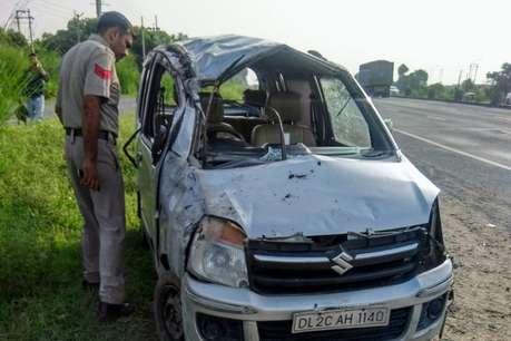 रेवाड़ी में टायर फटने से कार पलटी, 2 अध्यापकों की मौत, 3 घायल