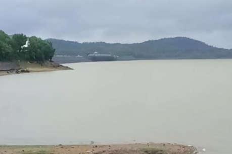 मूसलाधार बारिश से जलमग्न हुआ होशंगाबाद, जिला प्रशासन ने नदी किनारे बसे लोगों को दी हटने की सलाह