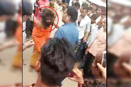 मुरैना: तीन बच्चों को साथ ले जा रहे बच्चा चोर 'बाबा' को पब्लिक ने पीटा, फिर किया पुलिस के हवाले