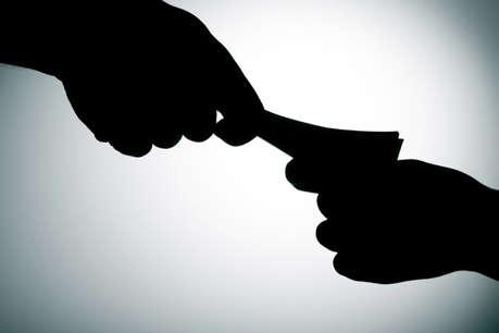 सरकारी स्कूल के शिक्षकों का आरोप, काम के लिए अफसर मांगते हैं रिश्वत