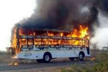 कोंडागांव से नारायणपुर जा रही बस को बदमाशों ने किया आग के हवाले, फिर यात्रियों से की लूटपाट