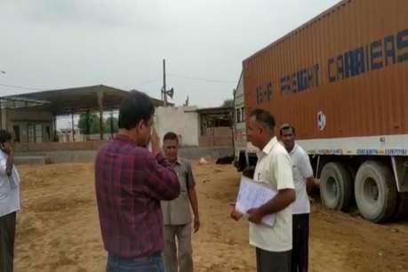 अलवर में गो तस्कर ट्रक छोड़कर भागे, मिले 12 मृत और 22 अचेत गोवंश