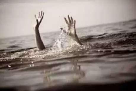 गोवर्धन परिक्रमा लगाने आए तीन दोस्त राधारानी कुण्ड में डूबे, दो की मौत