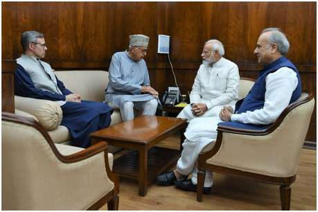 PM मोदी से मिले फारूख-उमर अब्दुल्ला, बोले-35 A और धारा 370 से ना हो छेड़छाड़