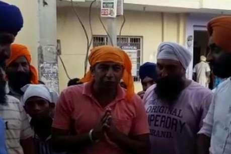 युवक ने FB पर राम रहीम की गुरुनानक देव जी से की तुलना, फिर गुरुद्वारे में नाक रगड़ कर मांगी माफी