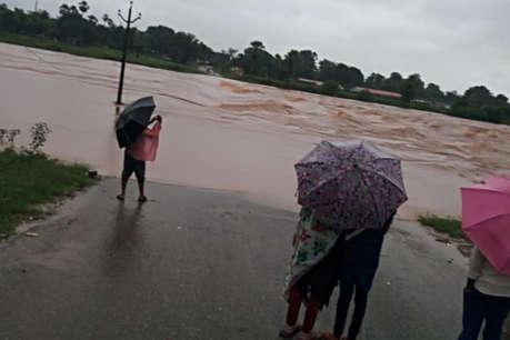 बारिश में टापू बन बने बीजापुर के 100 से अधिक गांव, जिला मुख्यालय से टूटा संपर्क