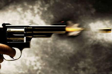 डकैती के लिए घर में घुसे, 3 लोगों को गोली मारी, 2 की मौत