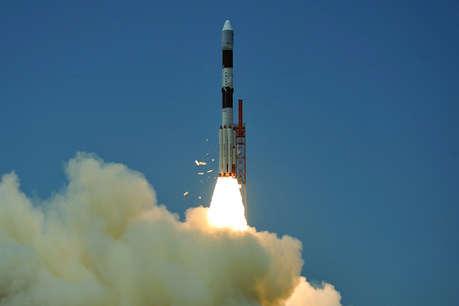मिशन मून: धरती की कक्षा छोड़ चांद की तरफ निकला चंद्रयान-2
