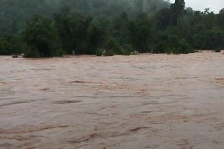 कांकेर के मेंढकी नदी में आई बाढ़, 18 घंटों से फंसे 6 लोग, रेस्क्यू ऑपरेशन जारी