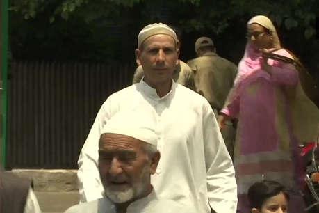 370 हटने के बाद घाटी में शांतिपूर्ण रहा पहला जुमा, श्रीनगर में 18,000 लोगों ने पढ़ी नमाज