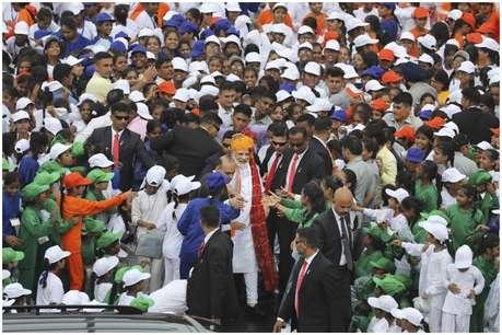 PM मोदी ने लगातार छठी बार लाल किले से दिया भाषण, बच्चों को पसंद आई ये बात
