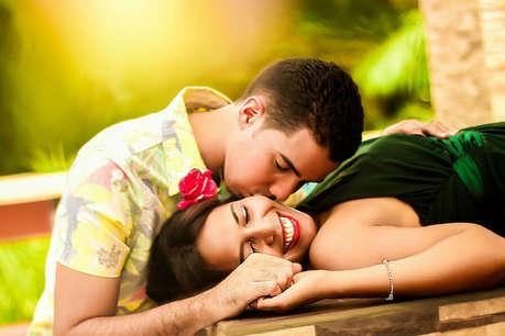 सोने के तरीके से पड़ता है प्यार पर असर, जानिए कैसे?