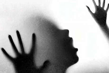 अगवा कर नाबालिग लड़की की रेप के बाद हत्या, गांव के दबंगों पर शक़