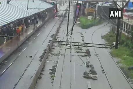 बारिश से लड़खड़ाई मुंबई, लोकल सहित एक्सप्रेस ट्रेनें रद्द