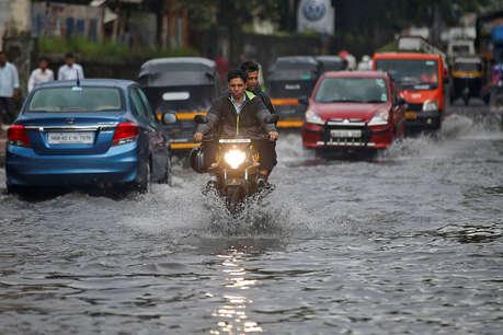 वीकेंड पर मुंबईकरों पर फिर गहराई आफत, दो दिन भारी बारिश की चेतावनी
