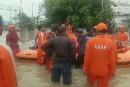 भारी बारिश से वडोदरा में बाढ़ जैसे हालात, 1000 लोगों को सुरक्षित निकाला गया
