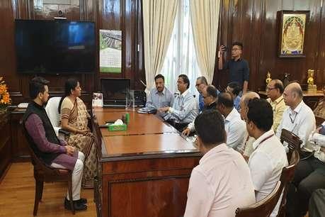 सरचार्ज वापस लेने पर करेंगे भारत में फिर से निवेश, वित्त मंत्री के साथ बैठक में बोले विदेशी निवेशक