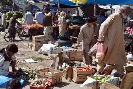 गोल्ड को छोड़ अचानक जानवर खरीदने लगे पाकिस्तानी, जानिए ऐसा क्या हुआ!