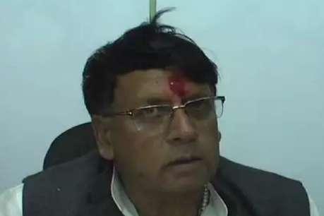 अपने कार्यकर्ता पर नाराज हुए जनसंपर्क मंत्री पी सी शर्मा, कहा- ज्यादा बहस मत कर