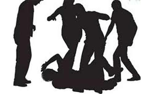 प्रेमी को सॉरी बोलने गई थी किशोरी, ग्रामीणों ने चोर समझकर कुल्हाड़ी से कर दिया हमला