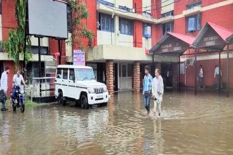 हिमाचल में झमाझम बारिश, ऊना में सरकारी दफ्तरों में घुसा पानी