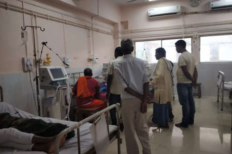 अंधविश्वास के मकड़जाल में झारखंड का सबसे बड़ा अस्पताल! डॉक्टर बनकर ओझा करते हैं इलाज