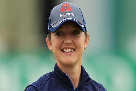 इंग्लैंड की इस महिला क्रिकेटर ने उतारे कपड़े, बताई ये वजह