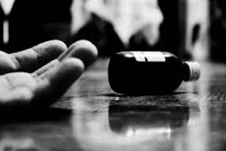 कर्ज से परेशान किसान ने जहर खाकर की आत्महत्या