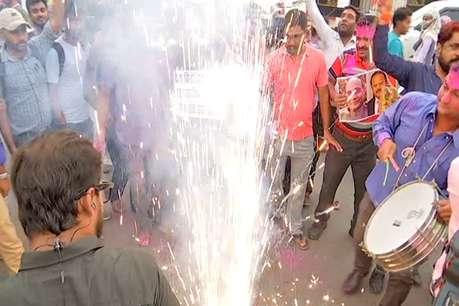 Article 370: पटना की सड़कों पर एक साथ मनी होली और दिवाली