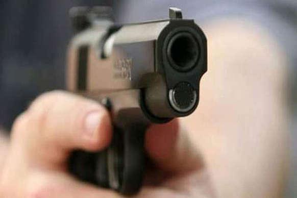 मोतिहारी में बाइक सवार बदमाशों ने युवक को मारी गोली