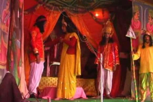 VIDEO : राम-सीता राग भैरवी,मालकौंस में कह रहे हैं अपनी बात
