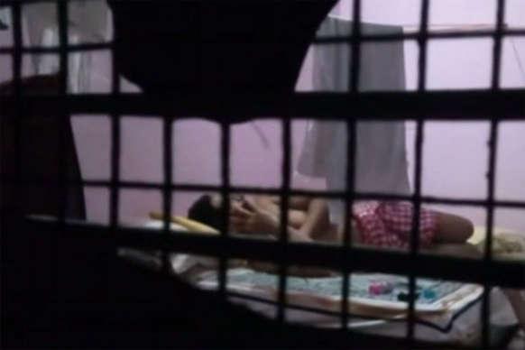 महिला सिपाही के साथ इंस्पेक्टर मना रहा था रंगरेलियां, पति ने शूट किया वीडियो