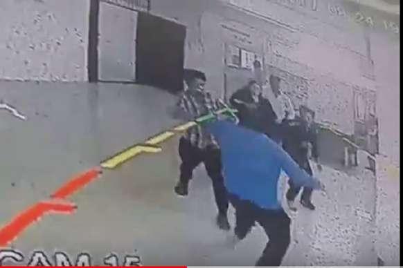 VIDEO: मरीज की मौत की बाद परिजनों ने डॉक्टर को पीटा, घटना CCTV कैमरे में कैद