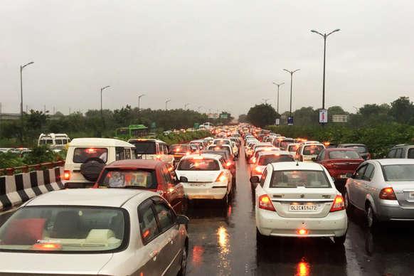 दिल्ली की सड़कों पर नहीं चलेंगी Central Lock वाली गाड़ियां