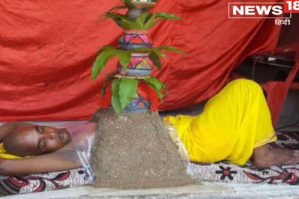 अनोखी भक्ति : नवादा में सीने पर कलश रखकर मां दुर्गा की अराधना