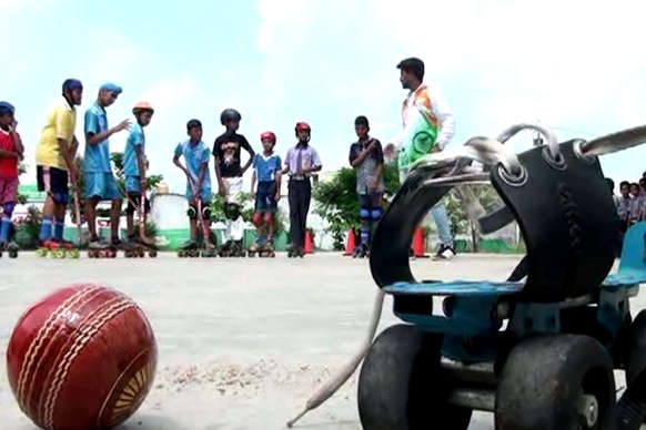 VIDEO: थाईलैंड में रोलर हॉकी चैम्पियनशिप में हुनर दिखाएगा एमपी के गांव का ये बच्चा
