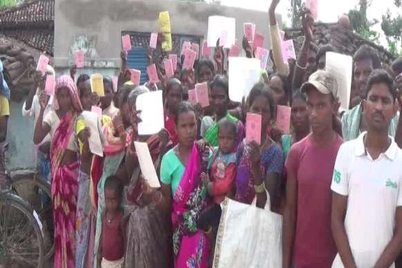 ग्रामीणों ने राशन दुकान में जड़ दिया ताला