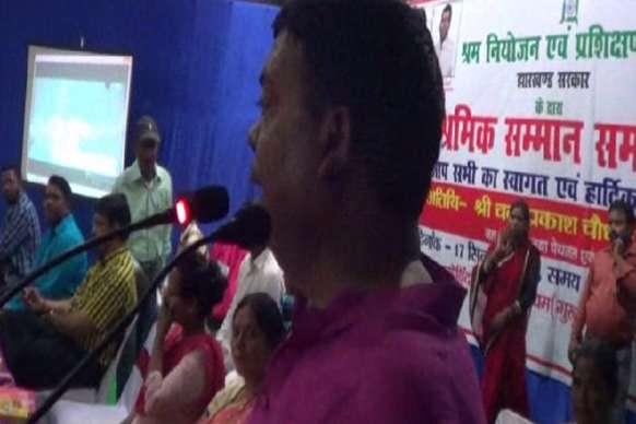 'श्रमिकों के समग्र कल्याण के लिए कृत संकल्प है सरकार'